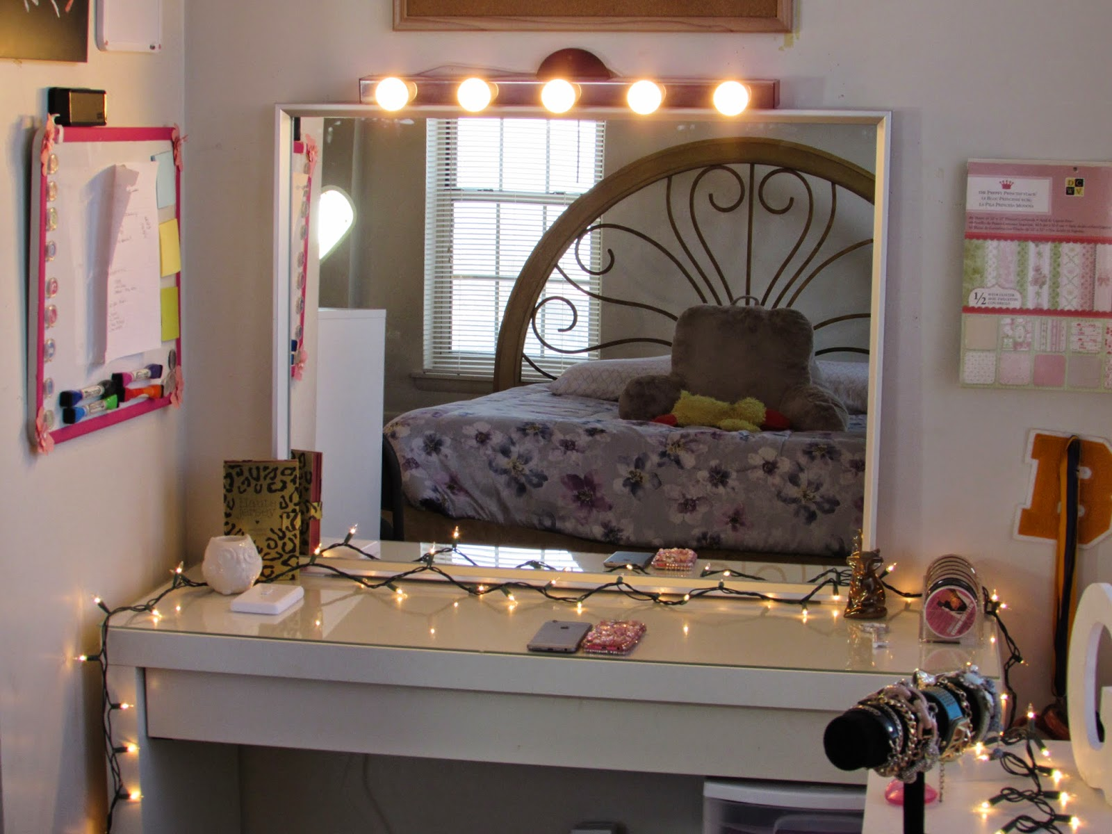 Hollywood Vanity Lights Nz : Beauty By Genecia: DIY Hollywood Vanity Light Mirror DIY Room Decor Easy, Cheap, & NO DRILLING!