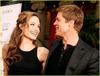 Angelina si Brad s-au logodit!