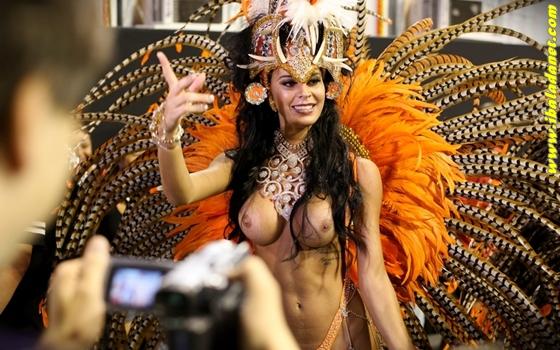 Bundas e peitos das gostosas turbinadas no carnaval 2013.