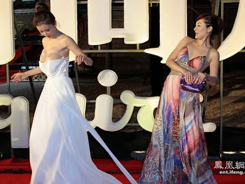 Gaun Sun Feifei Artis China Melorot hingga Payudara Menyembul