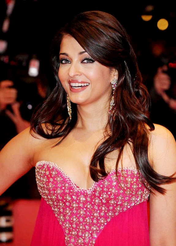 aishwarya rai sexy boob cleavage 02