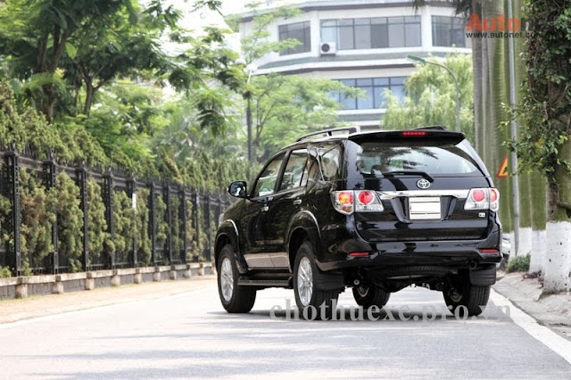 Cho thuê xe 7 chỗ Fortuner 2013 đón tiễn sân bay Hà nội