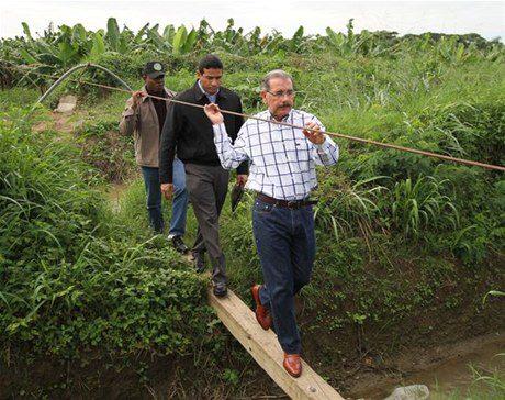 Presidente Medina sorprende con su inesperada visita en Montecristi y Pedernales