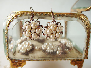 bridal jewelry Victorian earrings Jane Austen romantic pulmaehted pärlitega Eesti disain käsitöö ehted