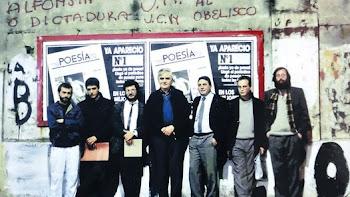 EL NUMERO 1.El maestro Hugo Padeletti (centro) con la redacción de Diario de Poesía
