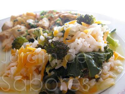 Frango em Cama de Ovo com Arroz de Brócolos e Cenoura