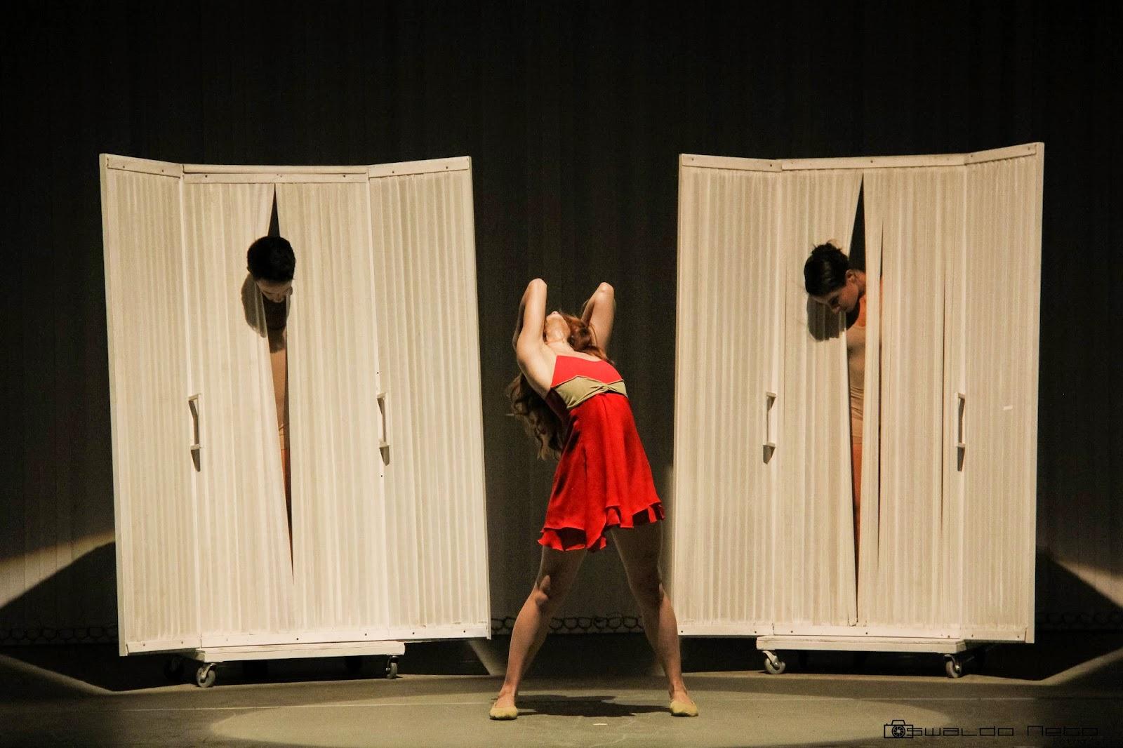 Foto do espetáculo Amorres, com a Dançarte Cia de Dança