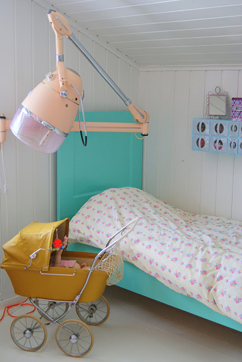 ny+seng+hos+Erle Bright Pastel Little Girls Room in Norwegian Style from Theas Mania
