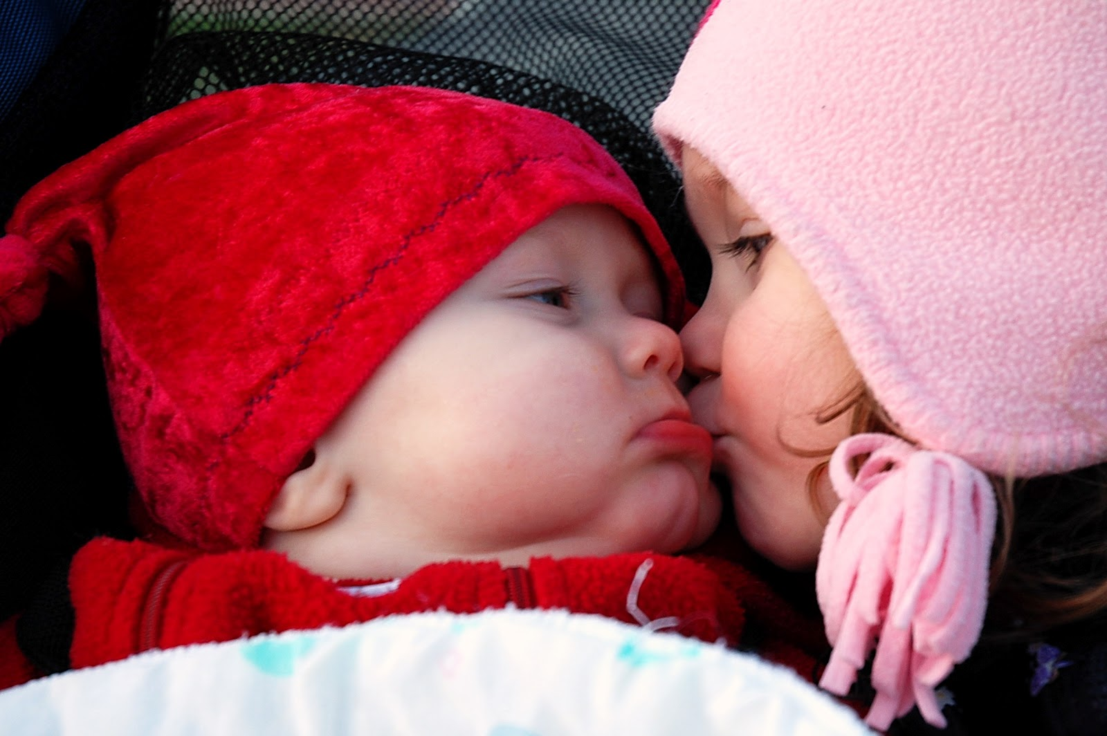 Kissing baby love images download cute baby love images download love