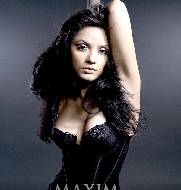 Neetu Chandra Hot Cleavage Pics