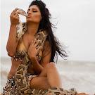Srilankan Model Bianca Pahathkumbura kissing a Python Pics