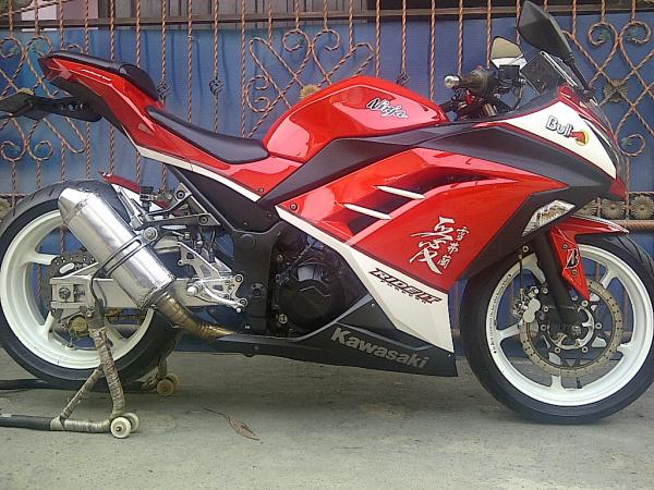 modif ninja 250 warna merah  tahun ini