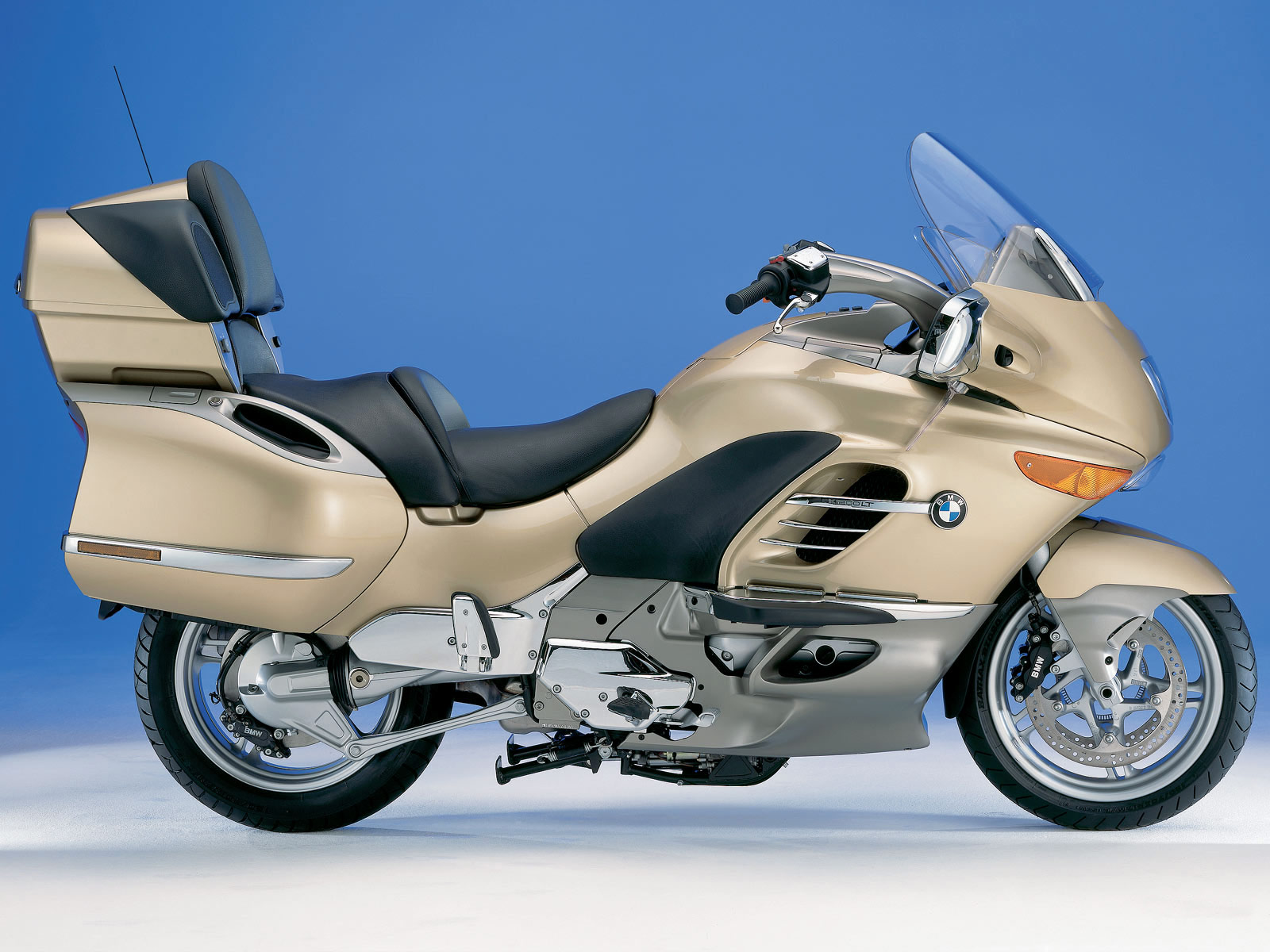 http://3.bp.blogspot.com/-EpX7DyvSjyA/TiOs2xdxwbI/AAAAAAAAAgc/mcYAJYPikYA/s1600/2004_K1200LT_motorcycle-BMW-desktop-wallpapers_6.jpg