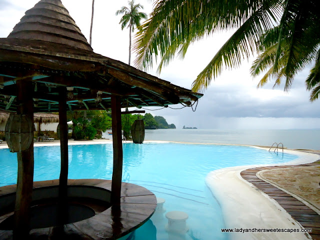 infinity pool at Caluwayan Pal Island Resort