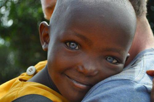 Belas Crian As Negras De Olhos Azuis