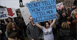Marcha das Vadias (Slutwalk) em Toronto, Canadá - não nos diga como devemos nos vestir, diga aos homens para não estuprar