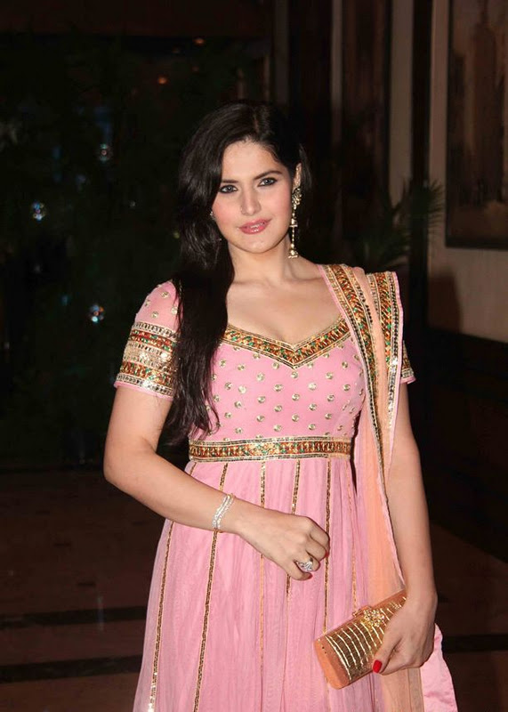 sexy Zarine khan pink dress in Genelia Ritesh Sangeet ...
