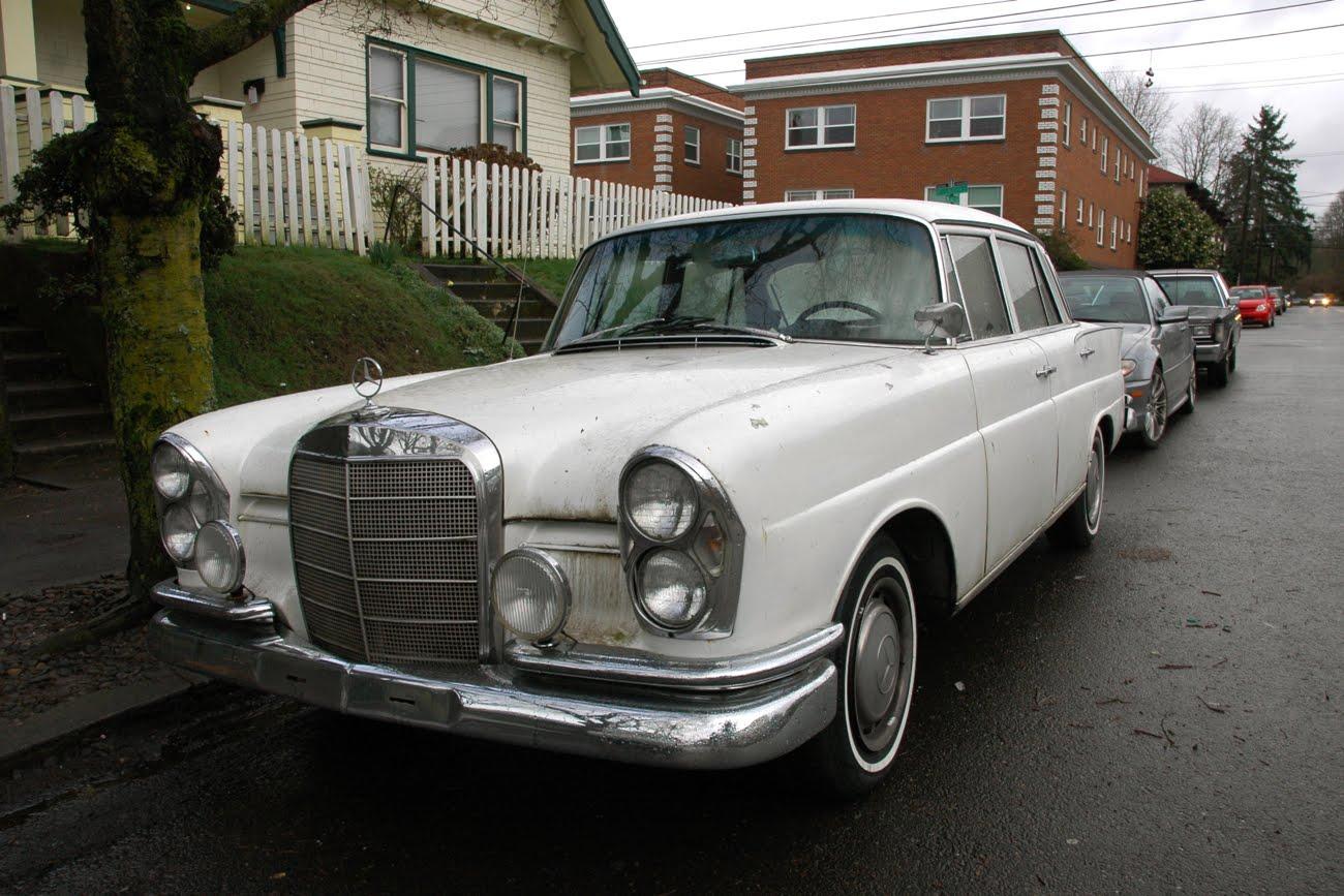 Old parked cars 1965 mercedes benz 220se for 1965 mercedes benz