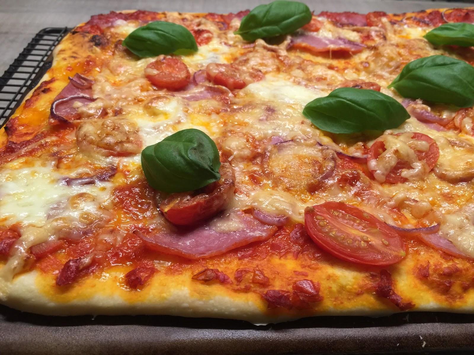 Rumfort Pizza auf dem Zauberstein gebacken | Martina Ziehl mit ...