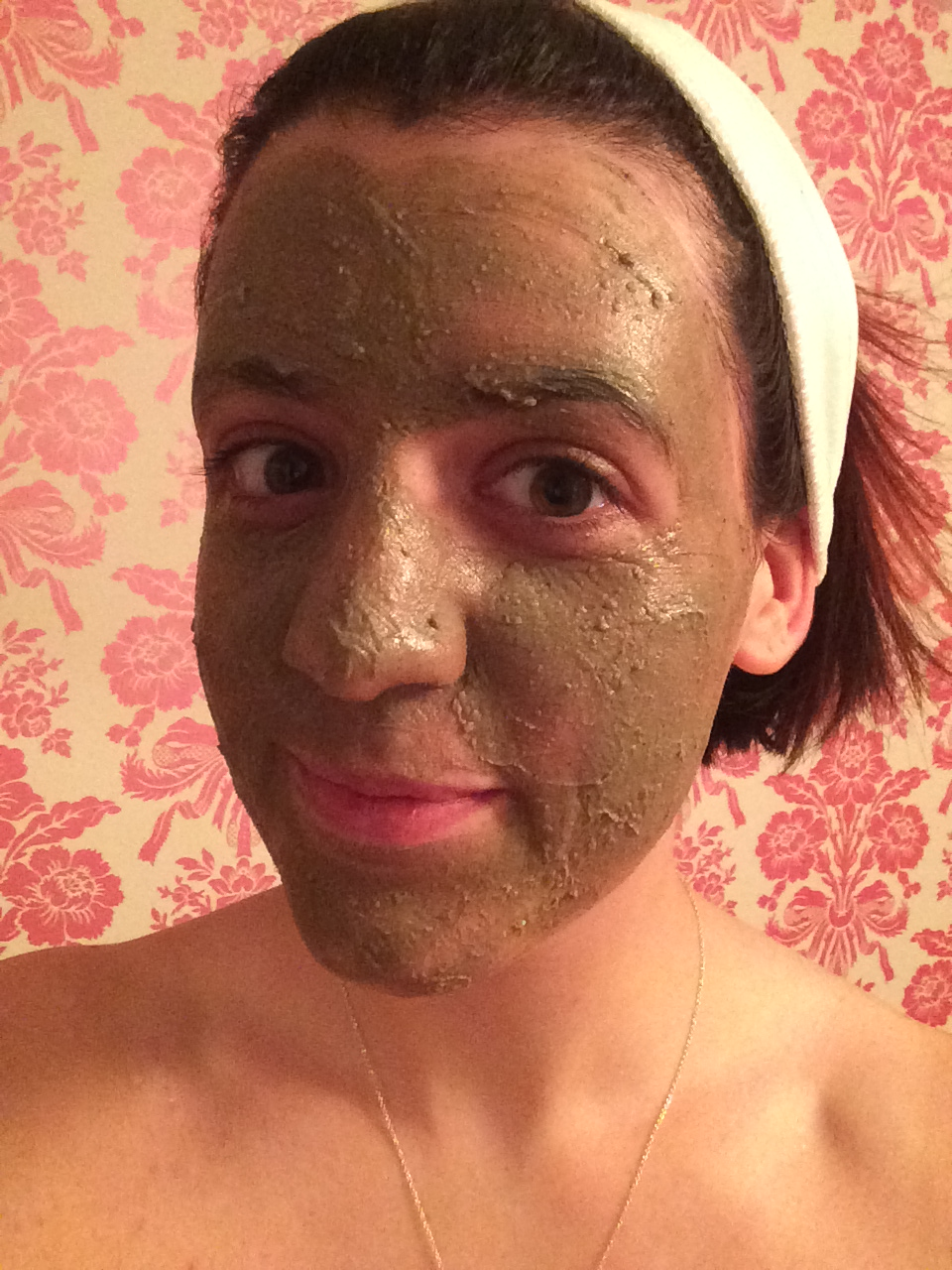 How to make your own detoxifying clay face mask