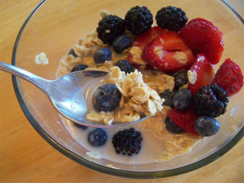الشوفان بالحليب و الفواكه وصفة طبيعية لزيادة الوزن سريعا