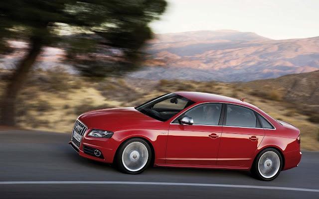 Red Audi V6T Avant