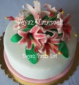 Zambaklı pasta