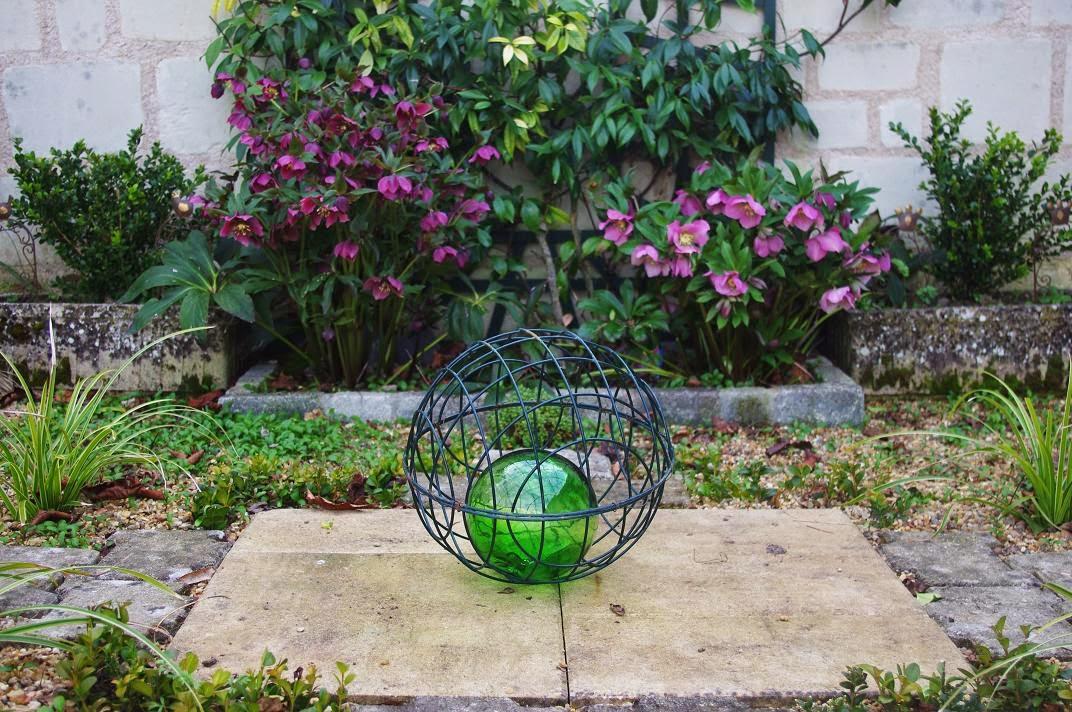 le jardin des couronnes le massif boule de cristal. Black Bedroom Furniture Sets. Home Design Ideas