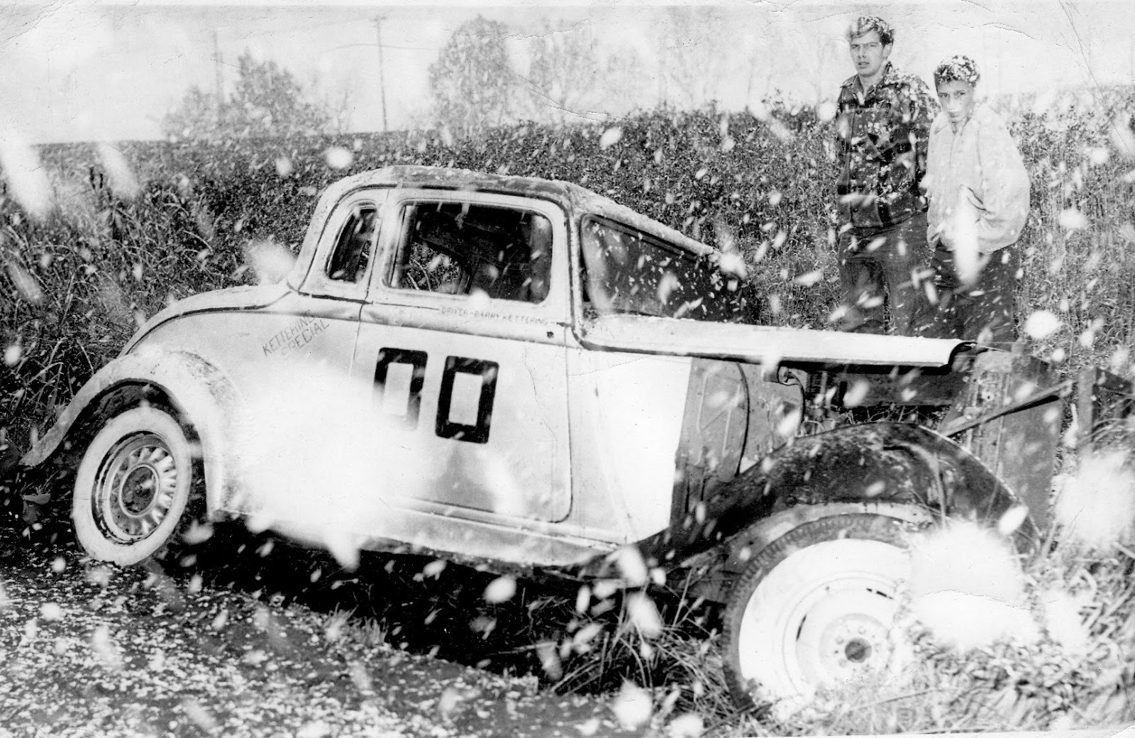 HOT RODS and JALOPIES: Stock Cars in Winter...Fort William Ontario...
