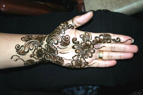 mehndi on eid