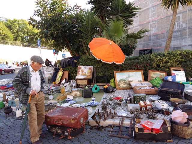 Lisbon Feira de Ladra flea market | www.stinap.com