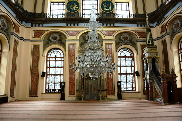 Dolmabahce Mosque Istanbul Chandelier