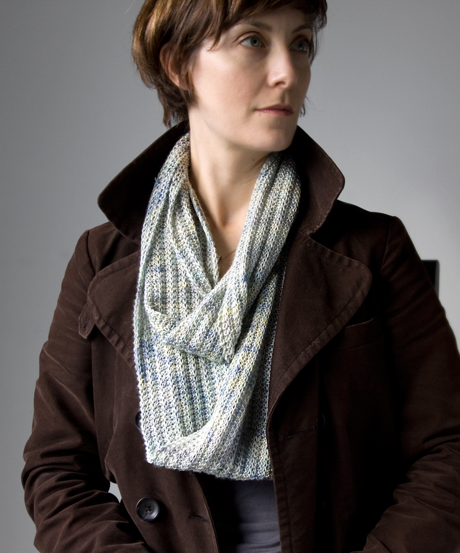 Lynmorr Sew Fun Hot Knitting Project For Fall The Infinity Scarf