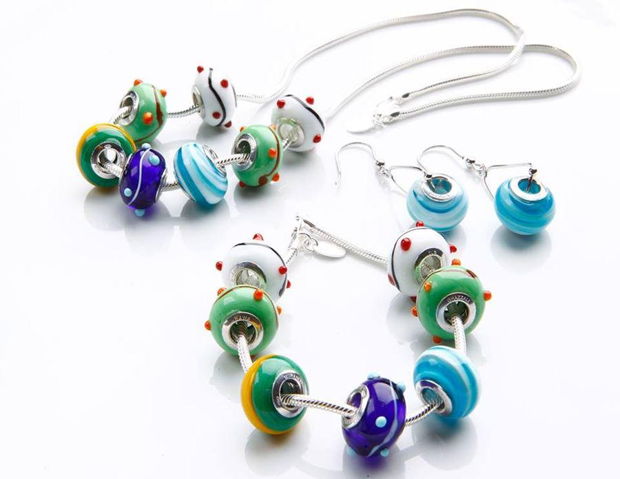 hawa ghazzali, handmade porcellain, porselin handmade, charm bracelet, rantai persona, barang perhiasan warna warni