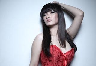 Foto Hot Zaskia Gotik Si Goyang Itik