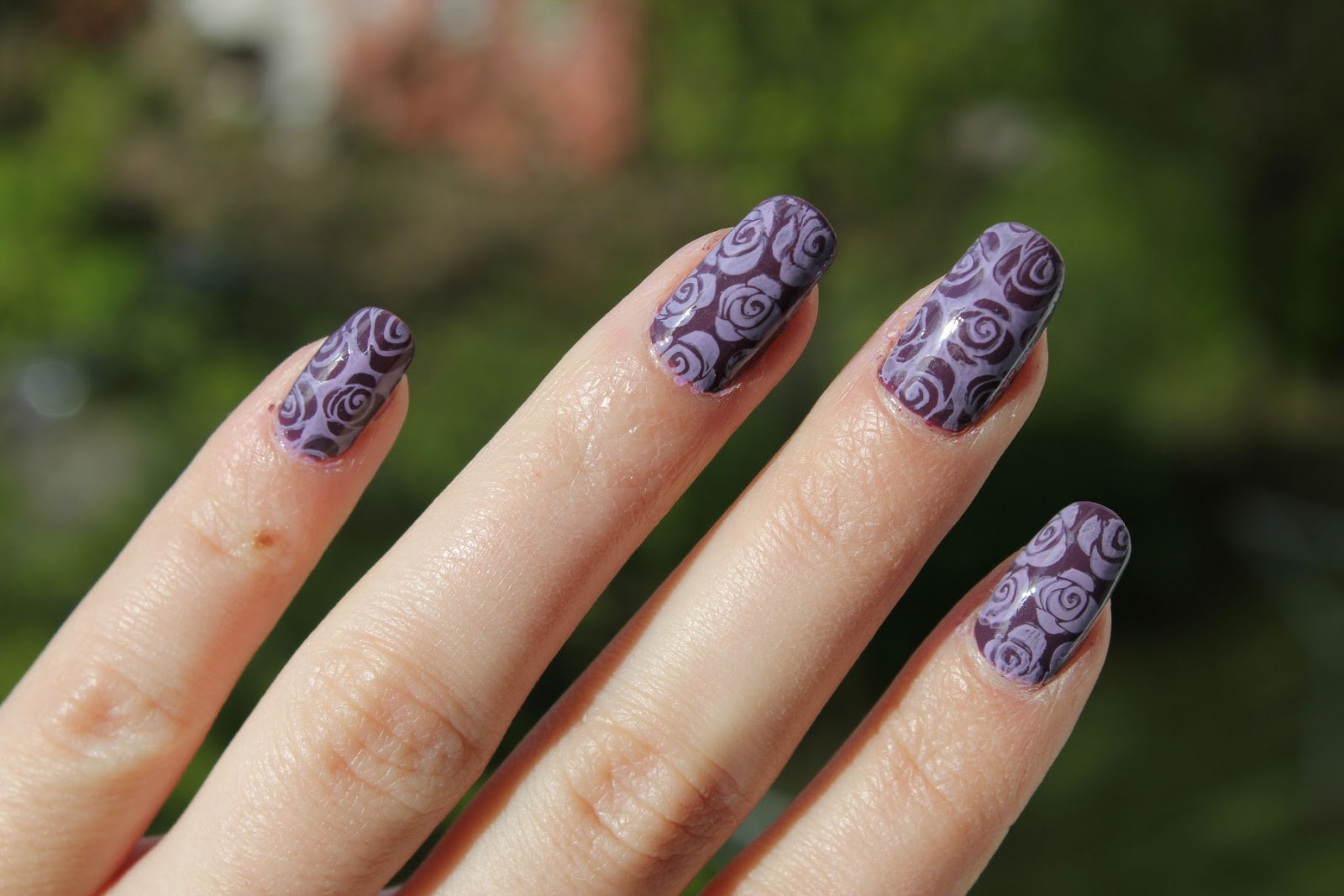 http://lacquediction.blogspot.de/2014/05/notd-purple-roses.html