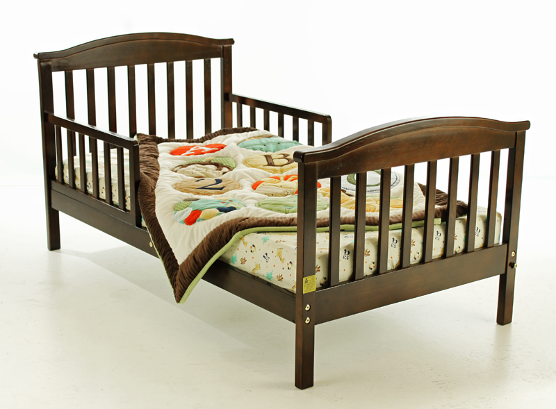 Toddler Bed And More Safe Amp Secure A Toddler Bed With Rails
