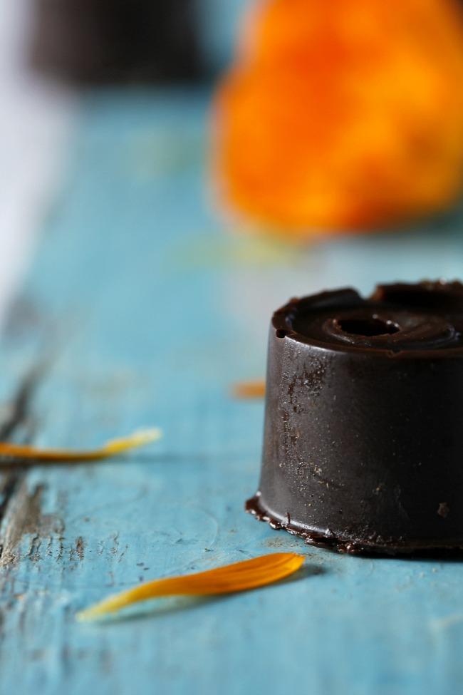 Bombones rellenos de crema de naranja sanguina. http://www.maraengredos.com/