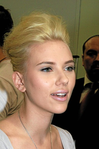 scarlett johansson short hair