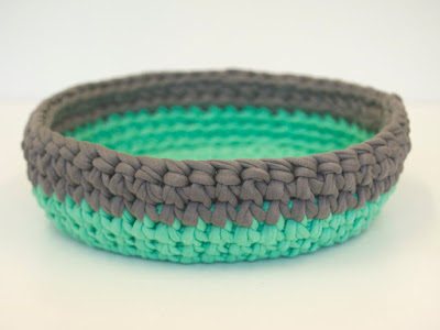 Green Grey Crochet bowl 01 by welaughindoors