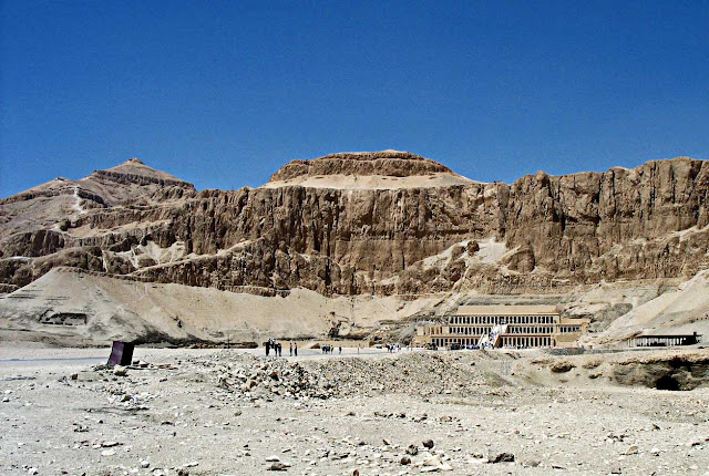 hatshepsut temple in egypt desert