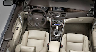 2013-Renault-Latitude-Wallpaper-interior