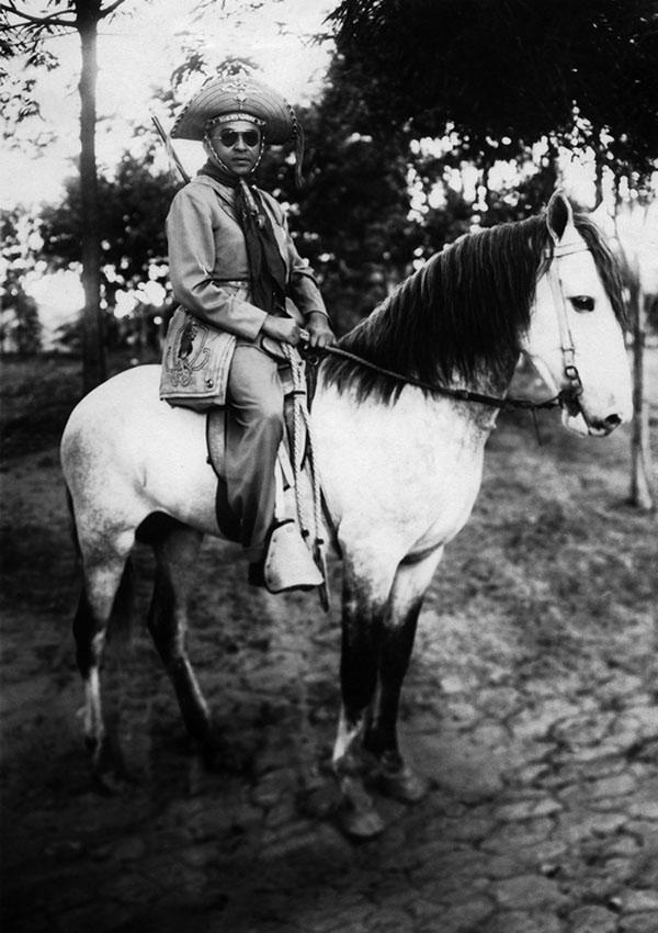 Luiz Gonzaga, o Gonzagão, e suas vestes de vaqueiro.