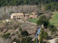 El canal de la central de Malagarriga al seu pas per la masia