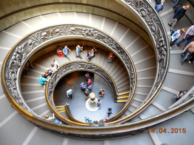 iesirea in spirala de la Muzeul Vatican