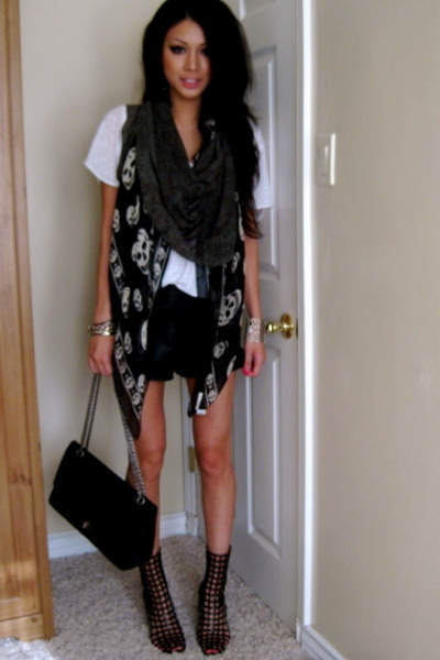 How To Wear: Alexander McQueen Skull Scarf - style-rx.ca