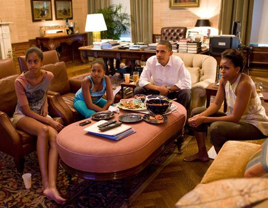 Malia  Obama 14 and Sasha Obama 11 can date. Michelle and Barrack Obama watching TV at the White House with Malia and Sasha