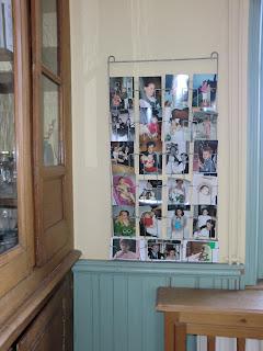 Atelier rue verte le blog emma s un paradis pour les for Porte cartes postales mural