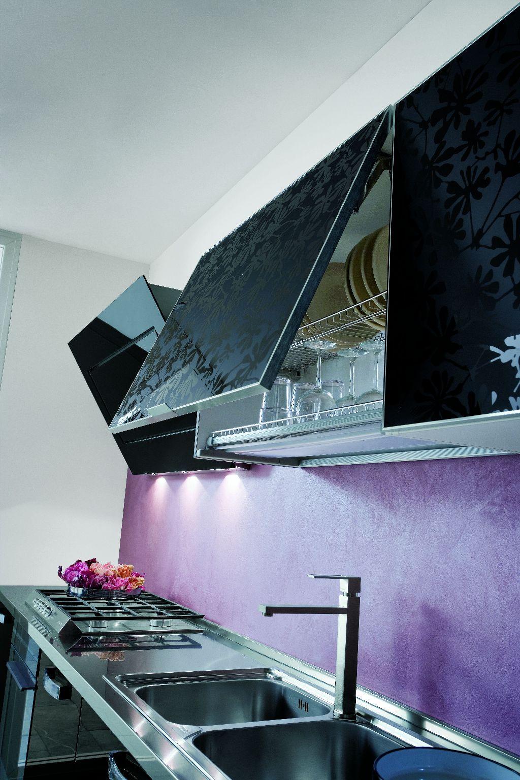cuisine design avec verre effet baroque. Black Bedroom Furniture Sets. Home Design Ideas