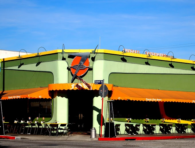 Burgers and Old Diner Atmosphere, Fred 62's in Los Angeles The Burger Shop For Savy Diner Lovers